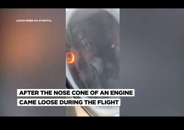 بالفيديو..سقوط محرك طائرة خلال الرحلة