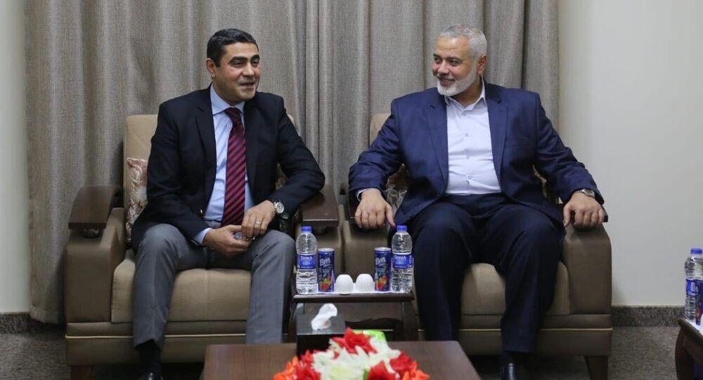 إسماعيل هنية رئيس حركة حماس خلال استقباله وفد المخابرات المصري