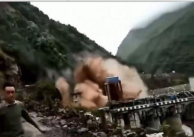 كارثة تؤدي إلى تدمير سد في الصين