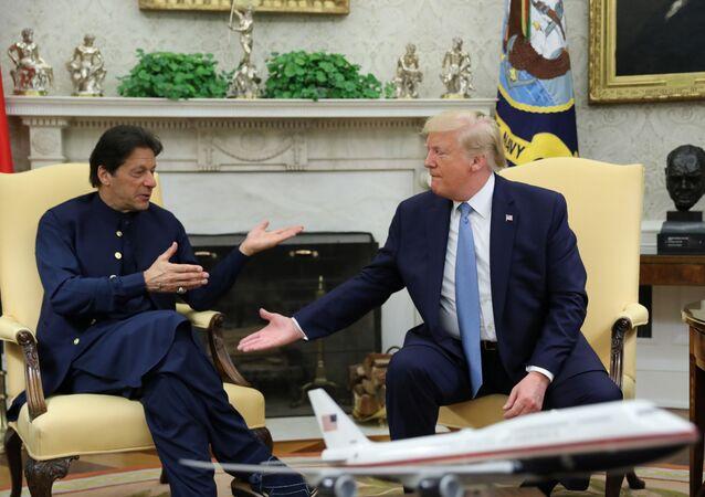 رئيس وزراء باكستان عمران خان، والرئيس الأمريكي دونالد ترامب في البيت الأبيض