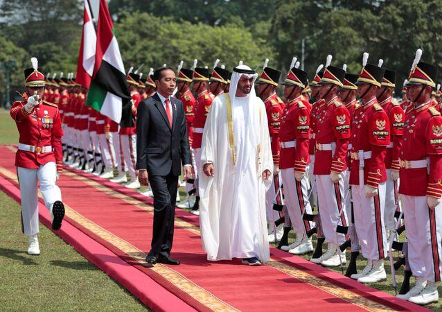 ولي عهد أبوظبي، الشيخ محمد بن زايد آل نهيان والرئيس الإندونيسي، جوكو ويدودو، في العاصمة الإندونيسية جاكرتا