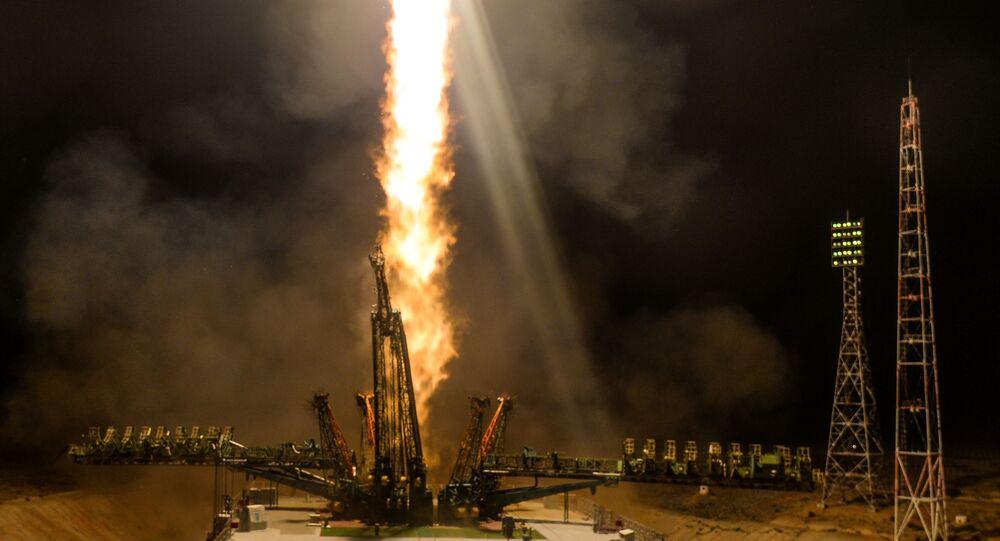إطلاق حامل الصواريخ سويوز-إف غا ومركبة الفضاء سويوز-إم سي 13 من منصة الإطلاق في بايكونور، كازاخستان