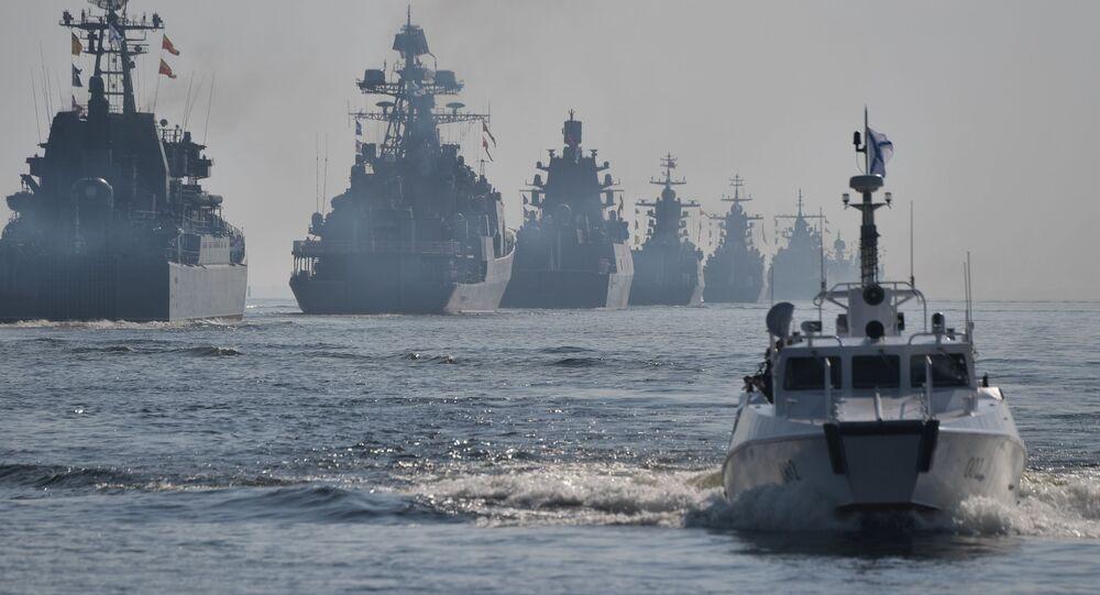 العرض البحري بمناسبة عيد البحرية الروسية بسان بطرسبورغ