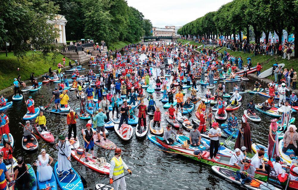 مهرجان فونتانكا الدولي على نهر فونتانكا في مدينة سان بطرسبورغ الروسية