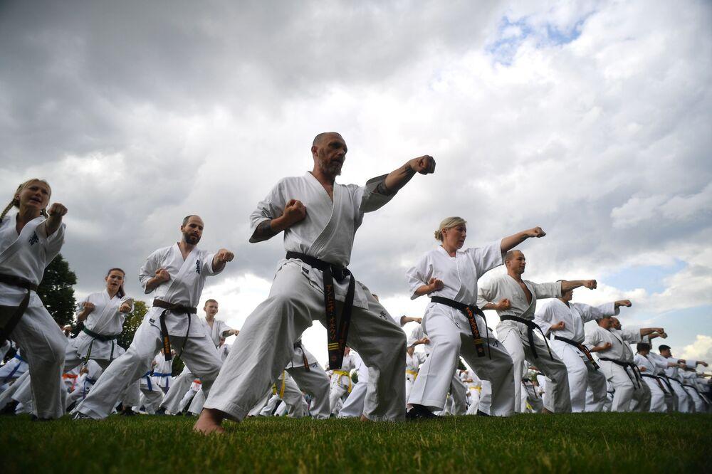 تدريبات للفنون القتالية في إطار مهرجان فنون القتال اليابانية بودو في موسكو