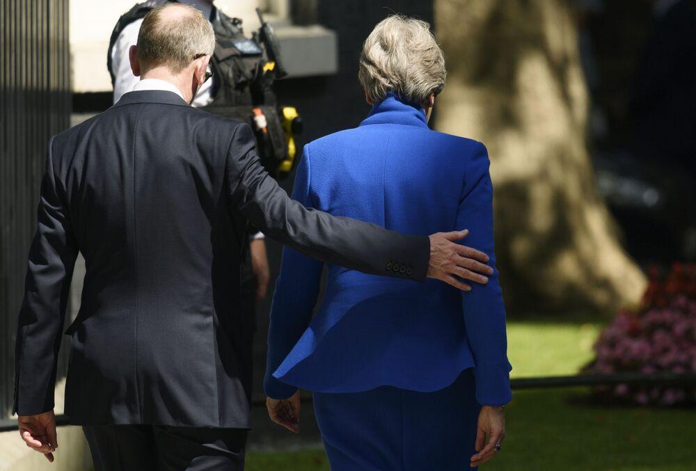 رئيسة الوزراء البريطانية السابقة تيريزا ماي تعادر مكان إقامتها في10 داونينغ ستريت، بعد الاستقالة، 24 يوليو/ تموز 2019