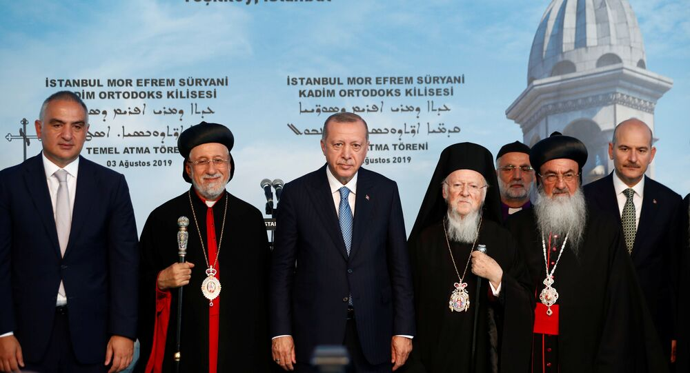 الرئيس التركي رجب طيب أردوغان خلال وضع حجر الأساس لكنيسة أرثوذكسية في إسطنبول