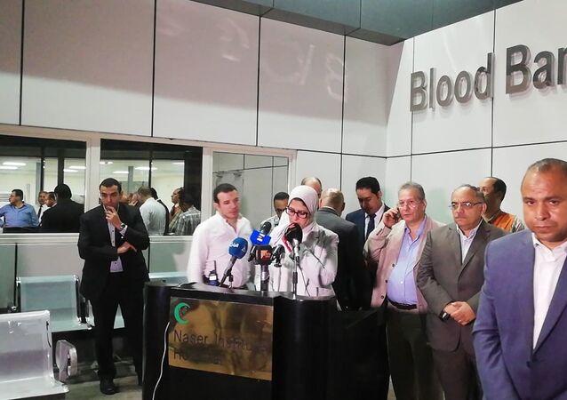 وزيرة الصحة المصرية هالة زايد بعد حادث انفجار بالقرب من معهد الأورام