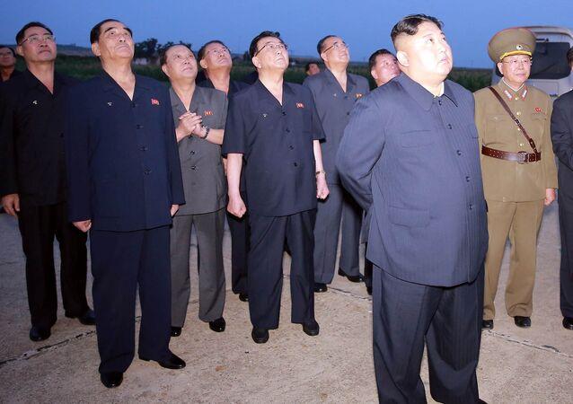 زعيم كوريا الشمالية يشهد إطلاق نوع جديد من الصواريخ التكتيكية الموجهة، 7 أغسطس/ آب 2019