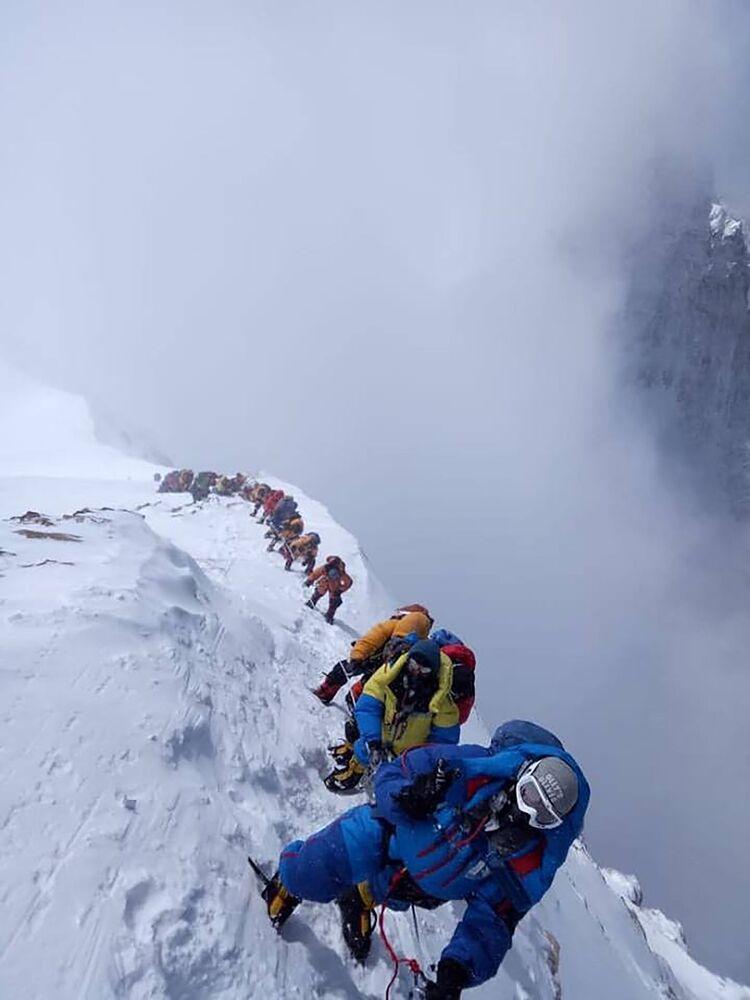 الصعود إلى قمة جبل إفرست، 16 مايو/ أيار 2018
