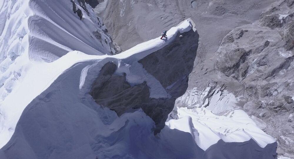 الصعود إلى أعلى قمم جبال نيبال، 25 أكتوبر 2018