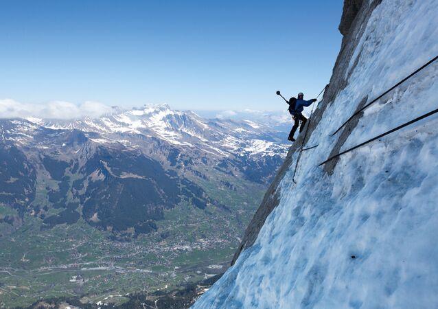 التسلق في جبال الألب في بيرن، 16 أبريل 2016