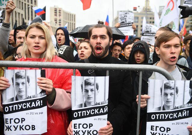 المشاركون في التجمع وسط موسكو