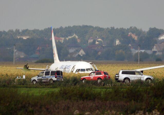 قامت طائرة تابعة لخطوط طيران أورال الروسية بتنفيذ هبوط اضطراري