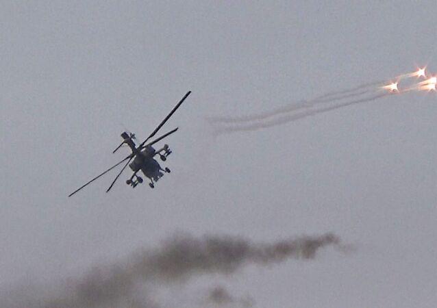 بالفيديو.. المروحيات الهجومية الروسية تدمر تحصينات المسلحين الصينيين شمال اللاذقية