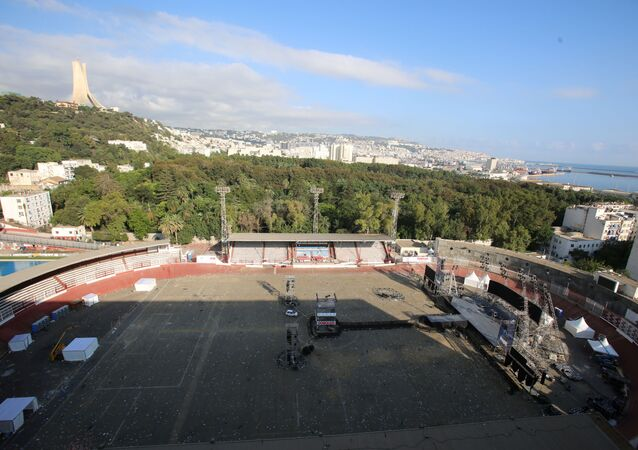 منظر عام للأستاد الذي أقيم فيه حفل مطرب الراب سولكينغ في الجزائر