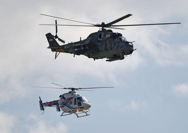 مروحية مي-24 ومروحية أنستات-أو - معرض ماكس 2019 للطيران الجوي في مطار جوكوفسكي في ضواحي موسكو، 27 أغسطس/ آب 2019