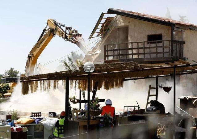 القوات الإسرائيلية تهاجم بيت جالا الفلسطيني في بيت لحم