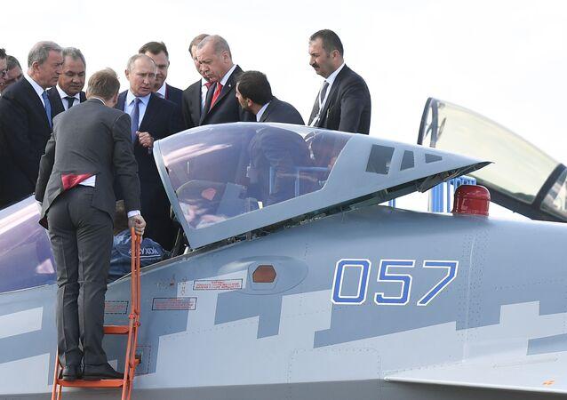 أردوغان يستطلع المقاتلات الروسية سو-57 خلال زيارات لروسيا برفقة الرئيس فلادمير بوتين