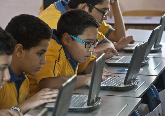 طلبة في مدرسة مصرية