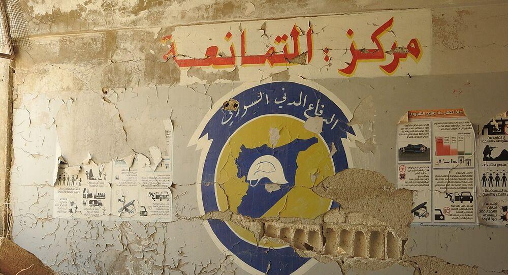جنود سوريون يمشطون مدرسة حكومية حولها الخوذ البيضاء إلى مقر لعملياته