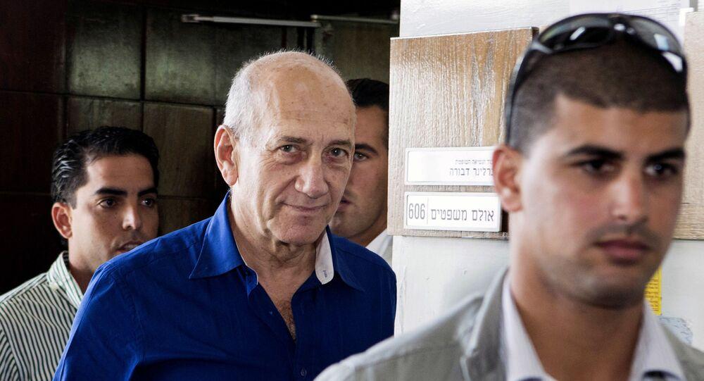 رئيس الوزراء الإسرائيلي يهود أولمرت أثناء محاكمته في قضية فساد