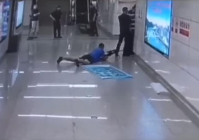 قناص يقتل مختطف