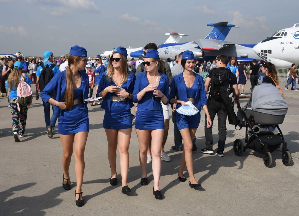 فتيات المعرض الدولي ماكس 2019 في مطار جوكوفسكي في ضواحي موسكو