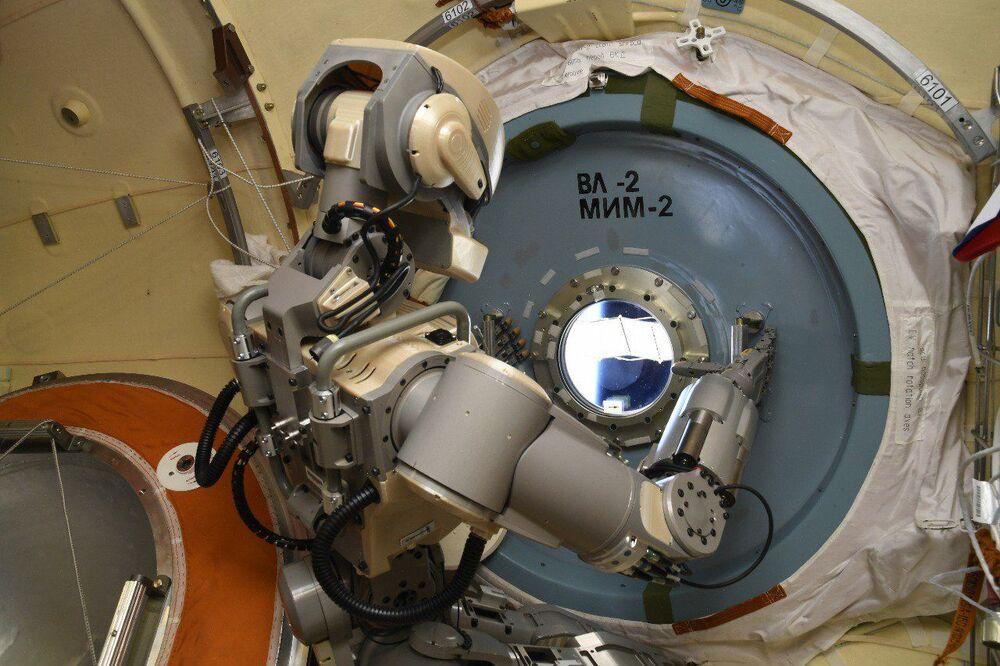 الرجل الآلي سكاي بوت إف-850 على متن محطة الفضاء الدولية