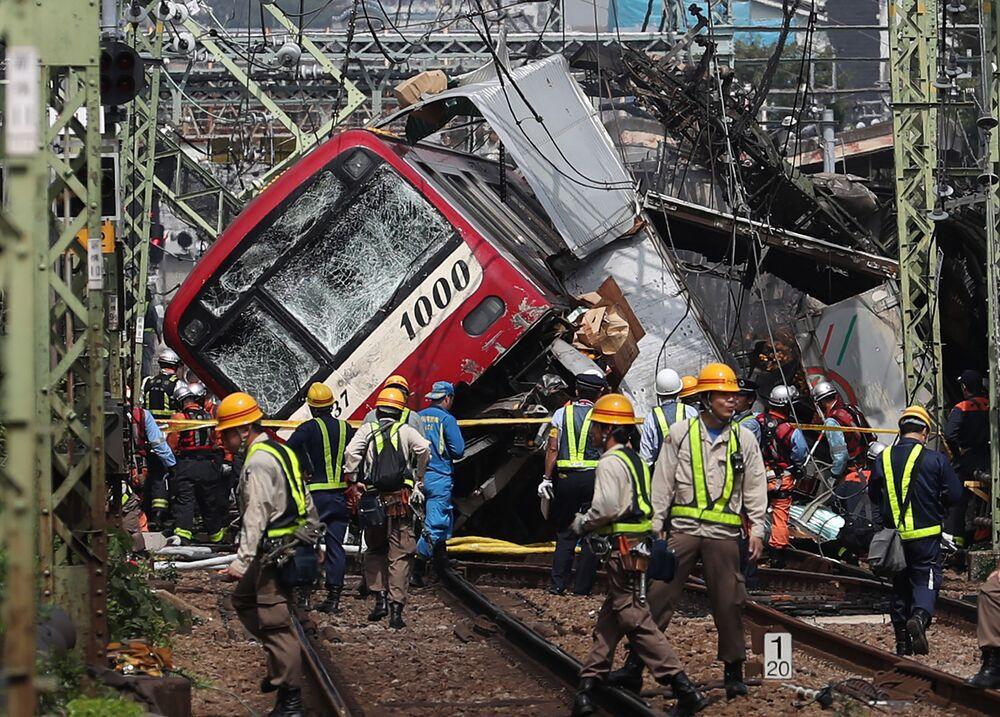 عواقب تصادم قطار مع شاحنة عند مفترق طرق في يوكوهاما، اليابان 5 سبتمبر 2019