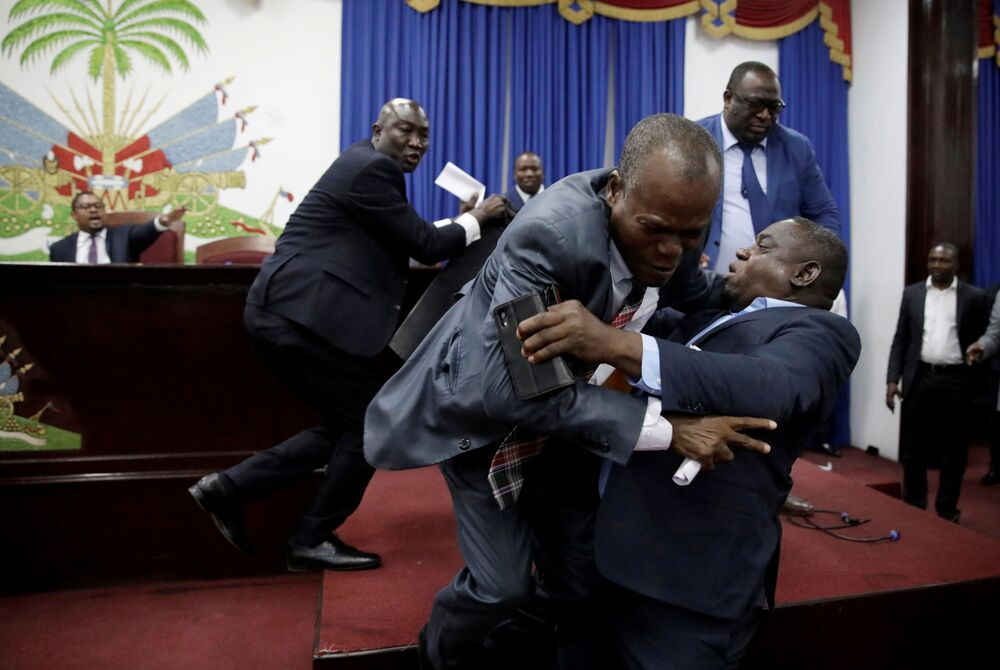 عراك في البرلمان في بورت أو برنس، هايتي 3 سبتمبر 2019