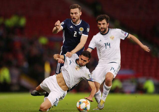 من مباراة روسيا مع اسكتلندا
