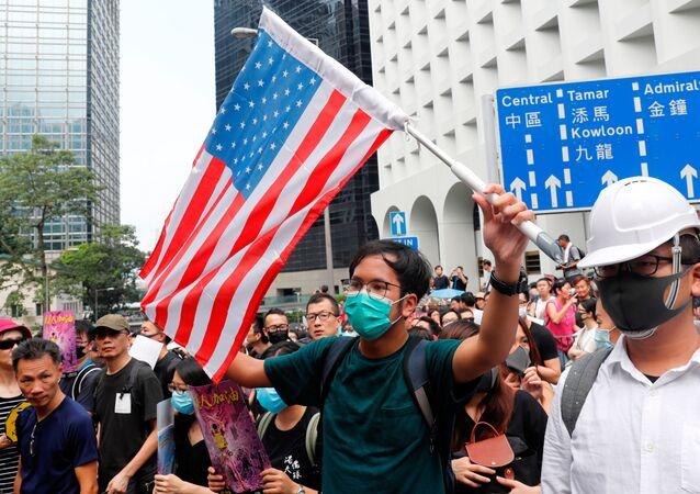 تظاهرات هونغ كونغ أمام القنصلية الأمريكية