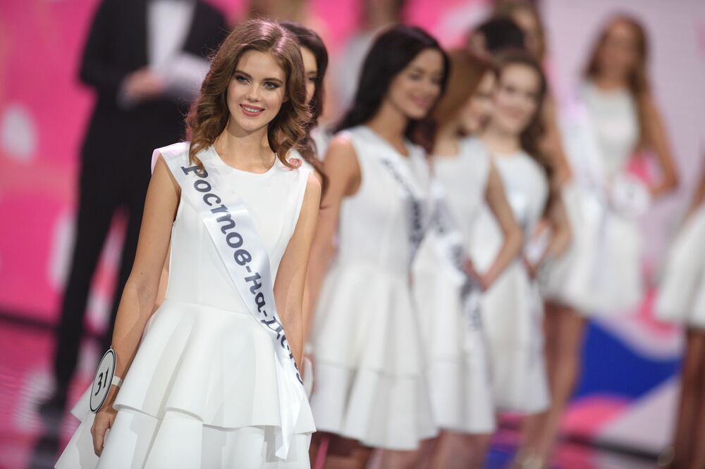 يلينا رازينكوفا (من روستوف على الدون) خلال نهائيات مسابقة ملكة جمال روسيا 2019 في منقطة بارفيخا الفاخرة (Barvikha Luxury Village)
