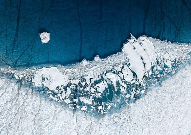 ذوبان الأنهار الجليدية في غرينلاند