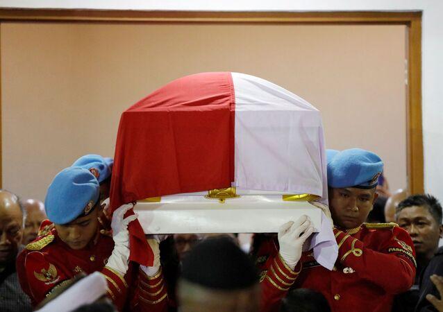 جثمان الرئيس الإندونيسي السابق بحر الدين يوسف حبيب