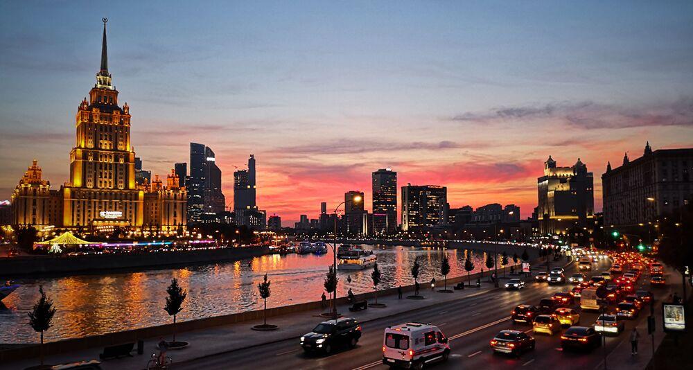 ضفة نهر موسكو في مساء دافئ في موسكو، 11 سبتمبر 2019