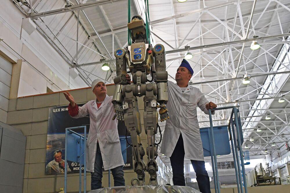 الرجل الآلي فيودور الروسي يعود إلى موطنه روسيا بعد مهمة قام بها على متن محطة الفضاء الدولية