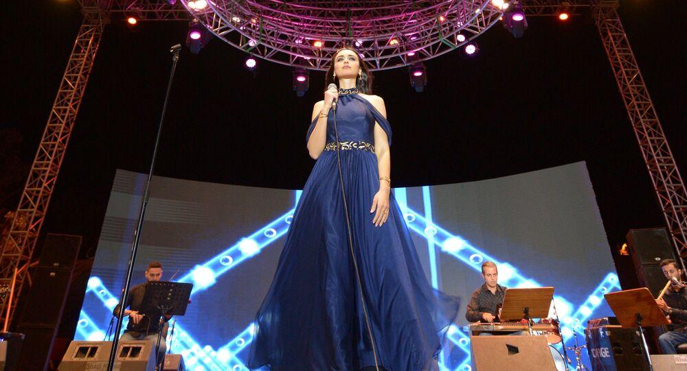 الفنانة السورية فايا يونان تقدم حفلا غنائيا في دمشق