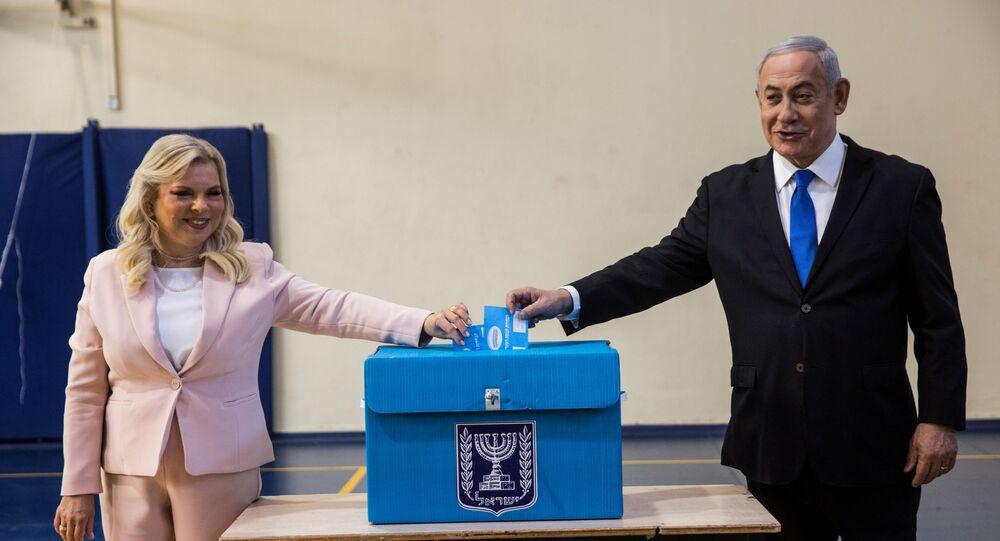 نتنياهو وزوجته يصوتان في انتخابات الكنيست
