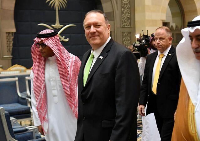 وزير الخارجية الأمريكي مايك بومبيو خلال زيارته إلى السعودية