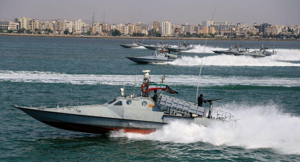 مناورات عسكرية لقوات الجيش الإيراني والحرس الثوري في بحر عمان