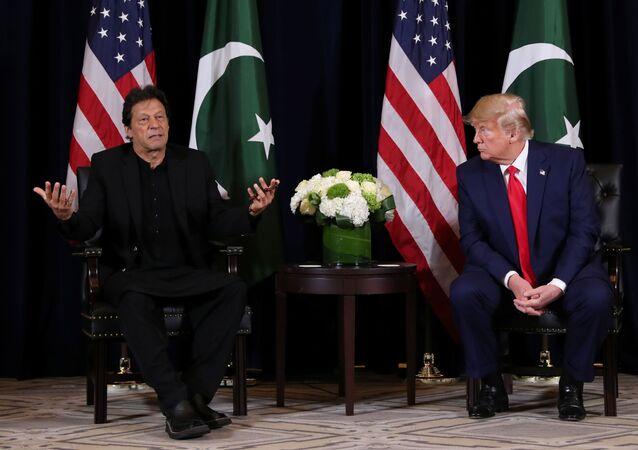 الرئيس الأمريكي دونالد ترامب ورئيس وزراء باكستان عمران خان خلال اجتماع على هامش الجمعية العامة للإمم المتحدة