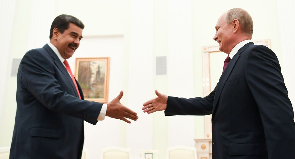 الرئيس الروسي فلاديمير بوتين خلال لقائه بنظيره الفنزويلي، نيكولاس مادورو