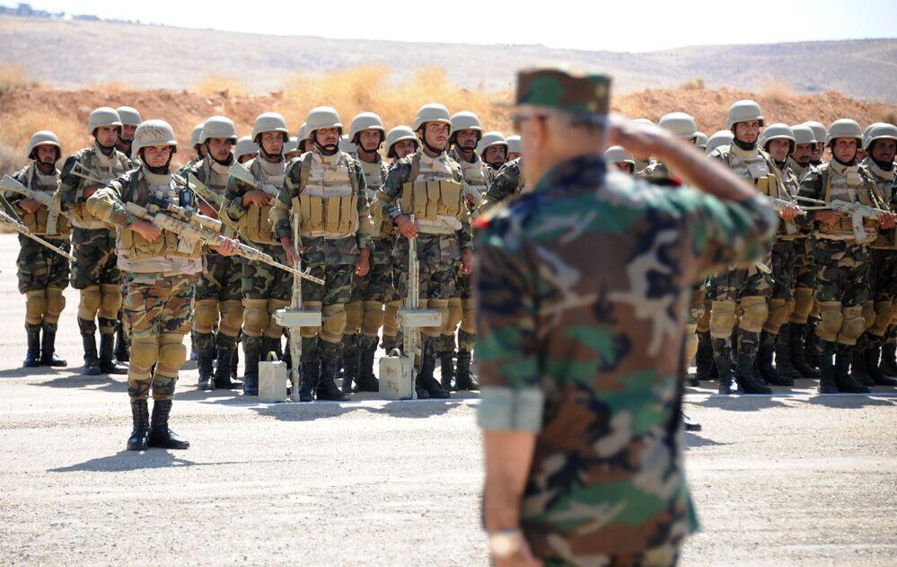 تدريب عسكري لجنود الجيش السوري على أيدي أفراد القوات الروسية في القاعدة العسكرية  في يعفور، على بعد 30 كلم غرب دمشق، 24 سبتمبر 2019