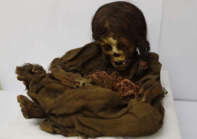 مومياء لطفلة عاشت في زمن إمبراطورية الإنكا في منطقة بوليفيا الحالية