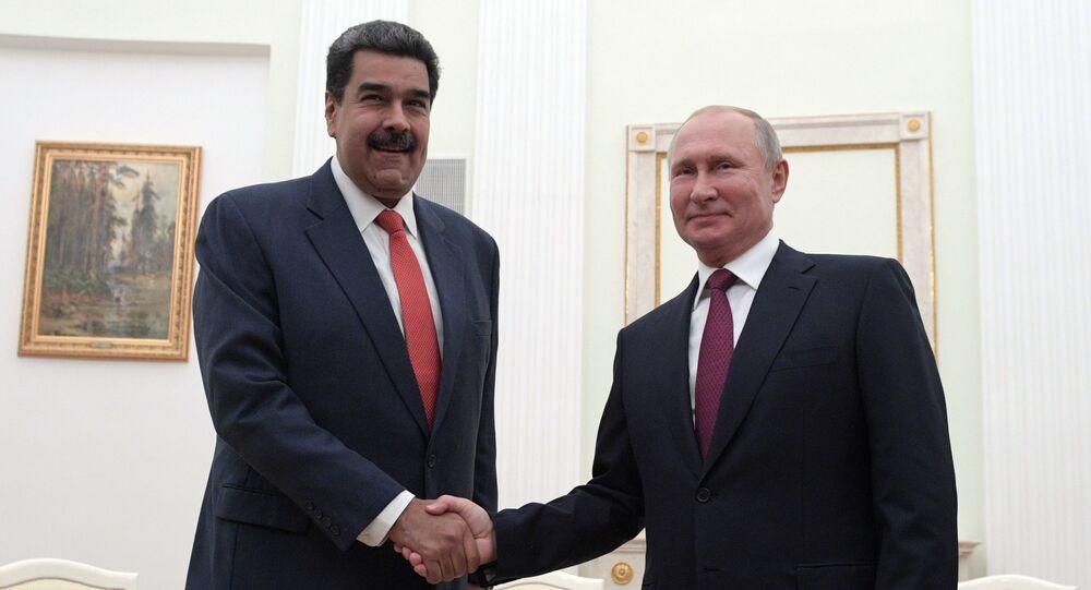 الرئيس الروسي فلاديمير بوتين يلتقي بنظيره الفنزويلي نيكولاس مادورو في الكرملين في موسكو