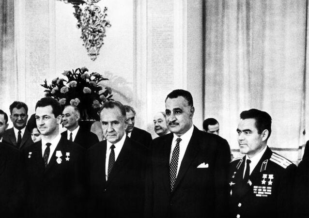 الرئيس المصري جمال عبد الناصر مع نيكولاي بودجورني في الكرملين بموسكو، روسيا، يوليو/تموز 1970