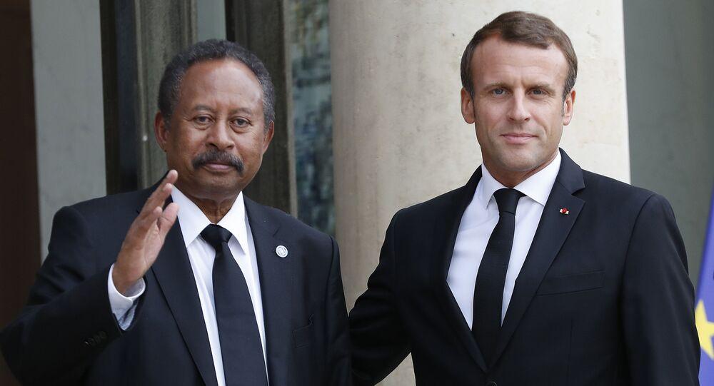 الرئيس الفرنسي إيمانويل ماكرون يستقبل رئيس الوزراء السوداني عبد الله حمدوك