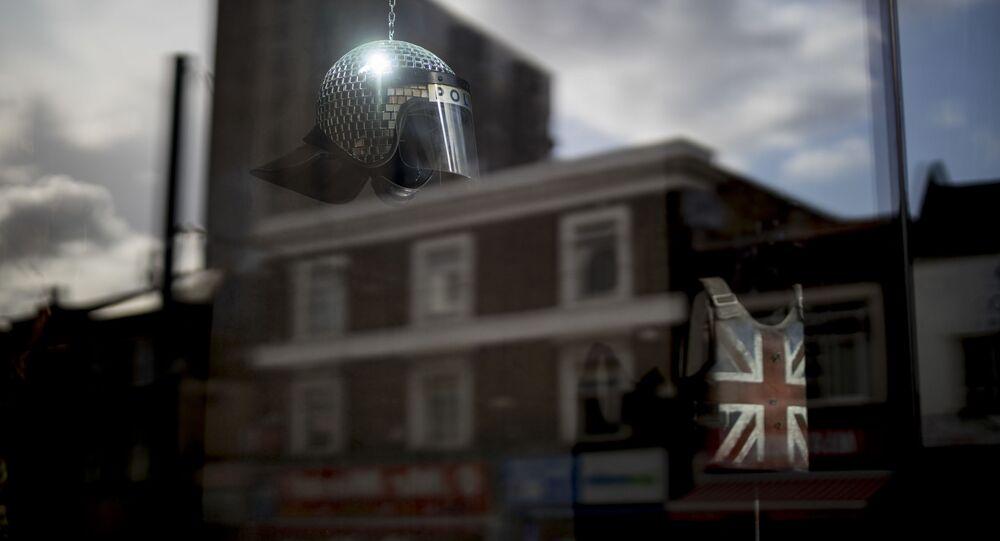 افتتاح متجر غروس دوميستيك بروداكت (Gross Domestic Product)، للعرض فقط دون الشراء!، للفنان البريطاني بانكسي في لندن، 1 أكتوبر 2019
